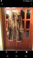 Koptatott barna , göndör irha bunda bőr kabát  36-os újszerű