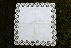 Madeira kézimunka madeirás fehér lyuk hímzés éjjeli szekrény terítő asztal közép 34 x 33,5 cm II/2.