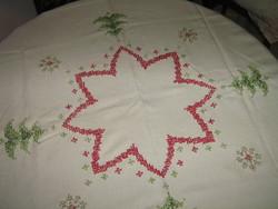 Gyönyörű kézzel hímzett keresztszemes karácsonyi terítő