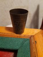 Figurális díszítésű régi kis réz pohár
