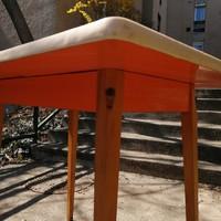 Magyar Narancs - retro asztal