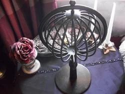 Öntöttvas asztaldísz súlyos darab forgatható gömbbel