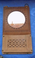 Retro bőr keretű fali tükör fésű tartóval 18*30 cm (6p)