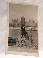 1951 fotó képeslap, Budapest , háttérben gőzhajó és Országház