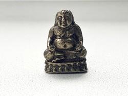 Bronz miniatűr Buddha talizmán szobor, 2,5 cm.