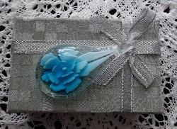 Olasz, muránói üveg kék virágos medál, pompás látvány, antiallergén volta miatt praktikus viselet