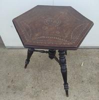 Ónémet stílusú asztalka