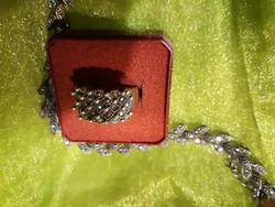 Ezüst karkötő, gyűrű markazit kővel