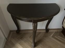 Oroszlábas felújított konzolasztal