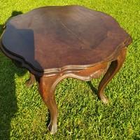 Neobarokk stílusú asztalka