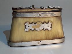 Antik réz veretes szaru tubák tartó doboz tubákos szelence