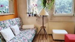 Retró, 3 lábon álló, fából készült állólámpa, lerakó asztallal. ( 3. )