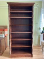 Hibátlan állapotú koloniál könyves szekrény