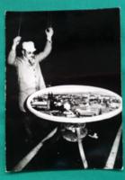 Az egri Hell Miksa-féle camera obscura kezelője, Gyarmati Vince,1988 fotó