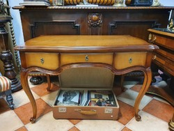 Spacious neo-baroque desk with 3 drawers