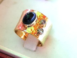 Széles arany gyűrű  zafír és brill kövekkel (18 k)