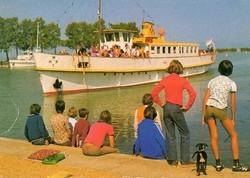 Ba 099 Színes körkép a Balaton vidékről a XX.század közepén .Megérkezik a hajó