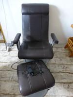 Kiváló állapotú,bőr,tölcsér lábú elektromos,távirányítós masszázs fotel lábtartó zsámollyal