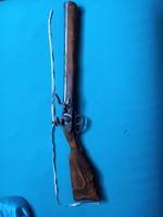 Szépen kidolgozott puska, replika fegyver