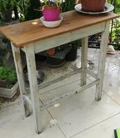 Virágtartó asztalka