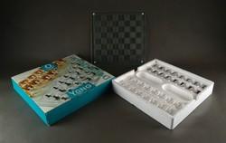 1E874 Felesezős üveg sakk készlet dobozában