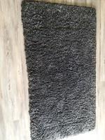 Sötétszürke hosszúszőrű újszerű szőnyeg