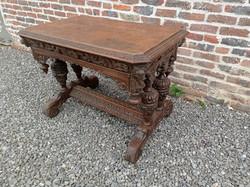 Antik reneszánsz dúsan faragott fiókos kis asztal 4236