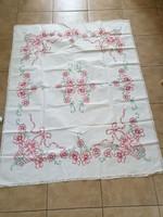 Retro virágkosár, virág mintával, kézzel hímzett nagy terítő, csipke széllel eladó!
