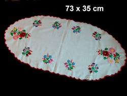 Kalocsai mintával kézzel hímzett terítő, ovális futó