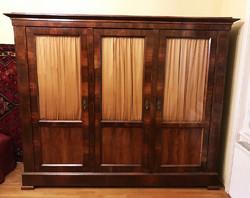 Biedermeier 3 ajtós ruhásszekrény