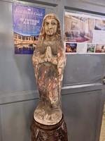 Antik szent faszobor-imádkozó szent