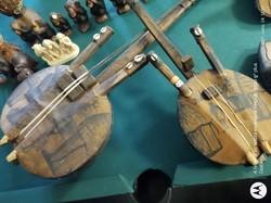 A kora a hárfához hasonló felépítésű nyugat - afrikai pengetős hangszer.