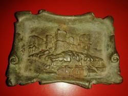 Antik rézötvözetből készült hamutartó.