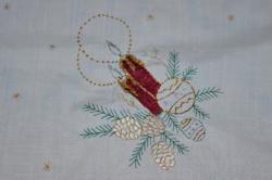 Fémszállal díszített karácsonyi asztal közép / terítő 02
