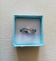 Ezüst gyűrű kövekkel