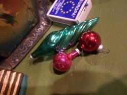 1 db 9 cm-es , zöld , csavart üveg karácsonyfadísz + 2 db picike gömb egyben .