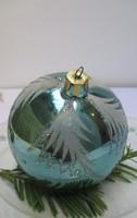 Üveg karácsonyfadísz - kék fenyőág mintás gömb