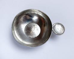 Ezüst érmés tálka,svájci 5 frank 1871A érmével.