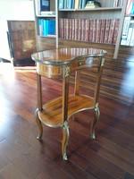 Barokk kisasztal , komód