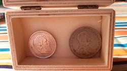 A két kormányzó ezüst pénzek kis fa ládával