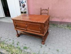 Koloniál íróasztal székkel