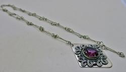 Gyönyörű antik hosszú nyaklánc ametisztlila üvegkővel