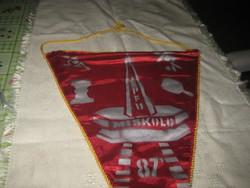 Szocialista emlék  :Munkahelyi Olimpia Miskolc  - Pécs 1987 .  selyem zászló 36 x 50 cm