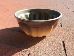 Barna színű zománcozott fém kuglóf sütőforma
