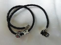 Valódi Pandora bőr kétsoros karkötő két charmmal