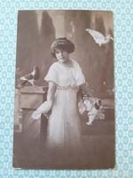 Régi kislány fotó képeslap galambos vintage levelezőlap