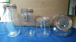 Négy régi csatos tároló üveg