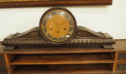 Neoreneszánsz dolgozószobához tartozó faragott asztali óra (külön is megvásárolható)
