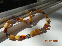 Háromféle borostyánból és ezüst spirál korong gyöngyökből nyaklánc