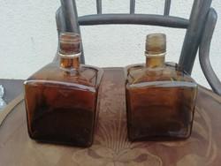 Kettő darab régi üveg, triple sec stílusú palack